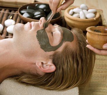 Cosmétique : masque à l'argile verte recommandé pour les peaux grasses