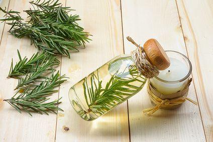 Recette naturelle de lotion de romarin contre l'excés de sébum