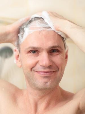 Se laver les cheveux - Esthétique Homme
