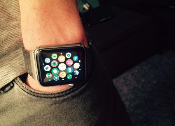 Apple Watch Sport Montre connectée avec boîtier en aluminium argent de 42 mm et bracelet sport noir