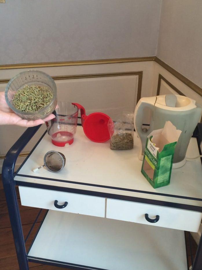 recette naturelle de lotion de romarin contre l exc s de s bum esth tique homme. Black Bedroom Furniture Sets. Home Design Ideas